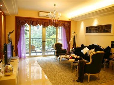 本套住宅采用新古典主义的设计风格,欧洲文化丰富的艺