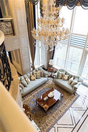 欧式客厅窗户实景图