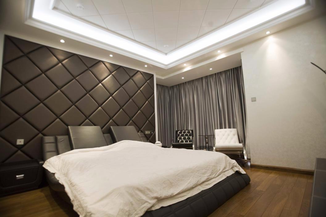 现代卧室床头软包实景图
