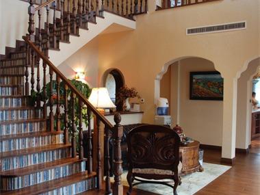 美式客厅楼梯效果图
