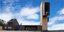 建筑元素的融合:瞭望台与地窖的结合