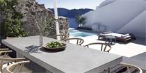 希腊窑洞式度假屋:建筑,大海与火山岩风景完美融合在一起