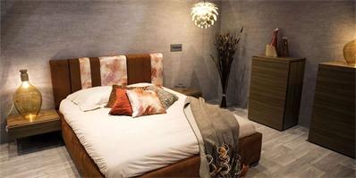 现代风卧室如何搭配合适的床头灯?